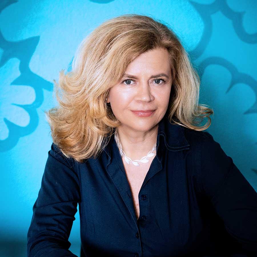 Dr. Bettina Palazzo - about