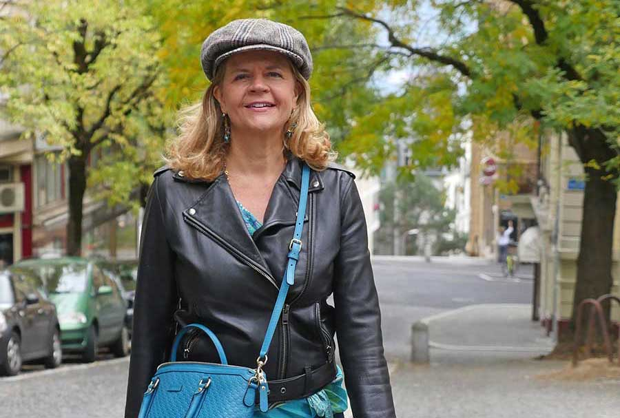 Dr. Bettina Palazzo - on the street